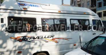 agra tour by tempo traveller