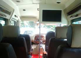 agra same day taj mahal tour by 11 seater deluxe tempo traveller