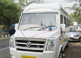 agra tour packages by 12 seater deluxe tempo traveller